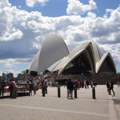 ドラマのような話のシドニー・オペラハウス。